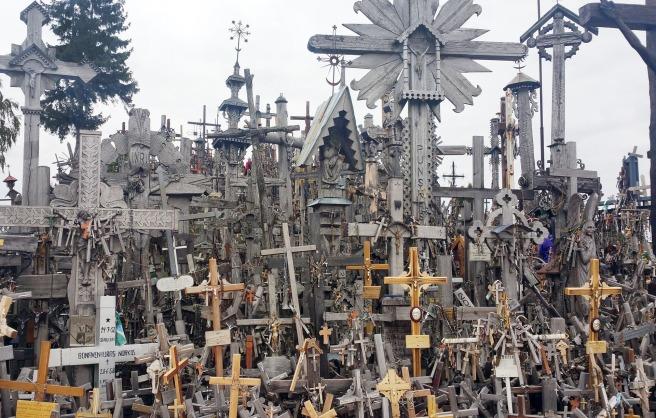 hill-of-crosses-2003396_1920