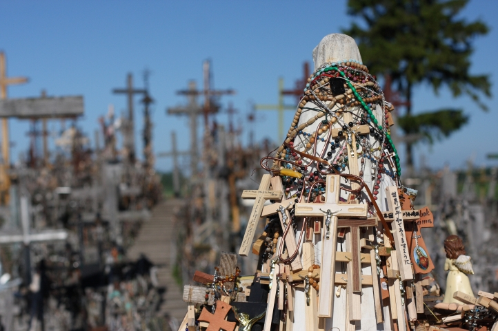 Hill_of_Crosses,_Lithuania_(7368050012)