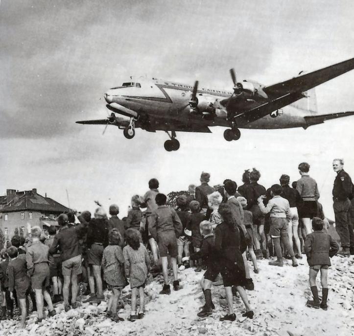 C-54landingattemplehof