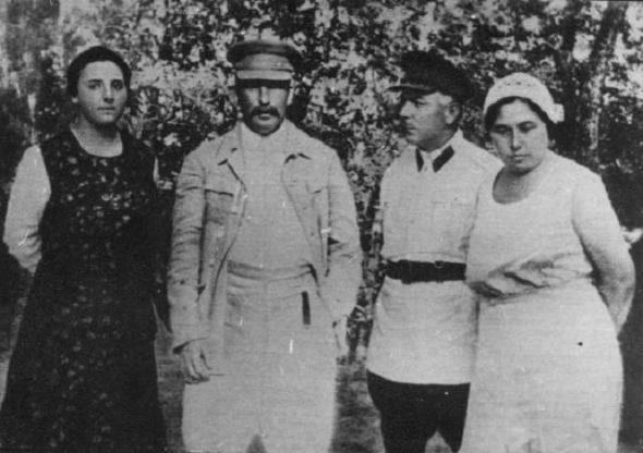 Stalin,_Allilueva,_Voroshilov_and_his_souse_Ekaterina