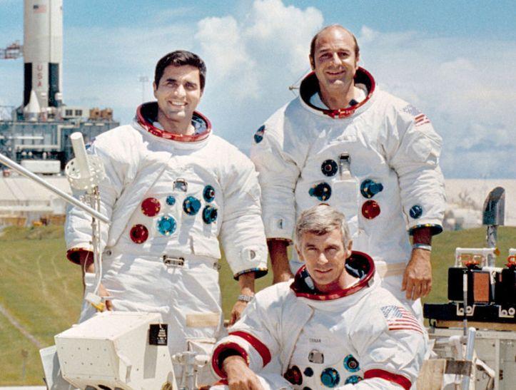 800px-Apollo_17_crew