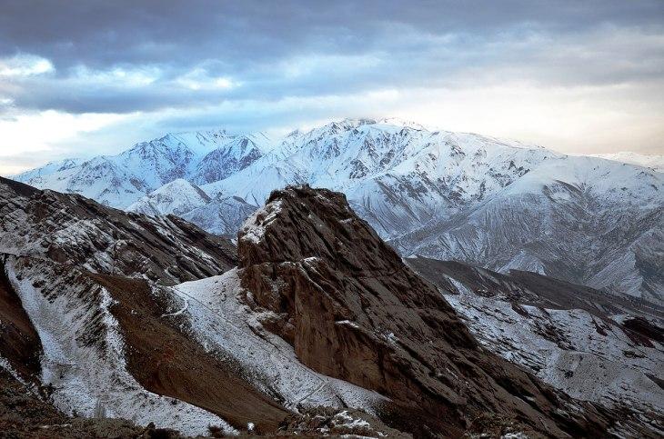 1280px-Iran_-_Qazvin_-_Alamout_Castle_View